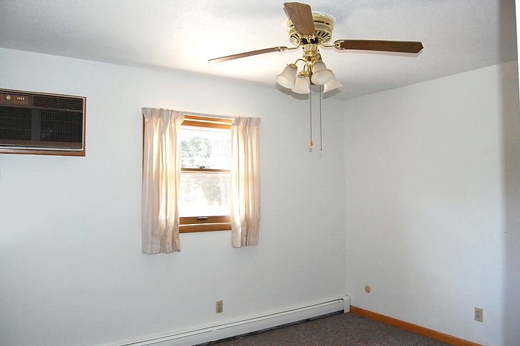 Sunnycrest Apartments Are Situated In Tree Lined Urbana Il